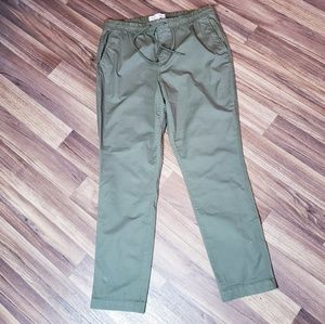 ARMY GREEN OLD NAVY RELAXED SLIM L